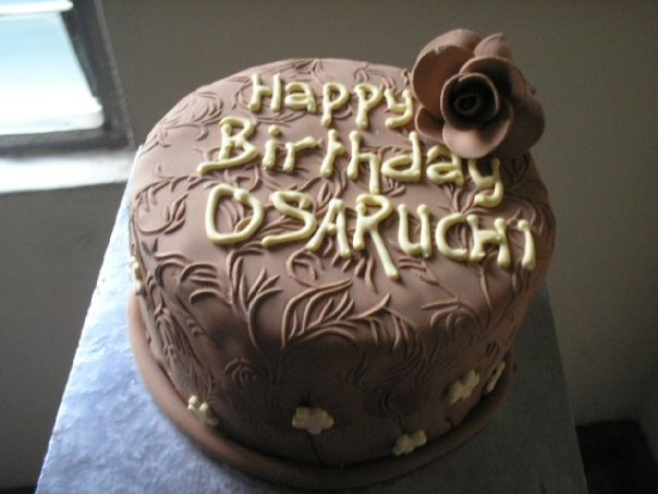 Brown and ivory cake (B112)